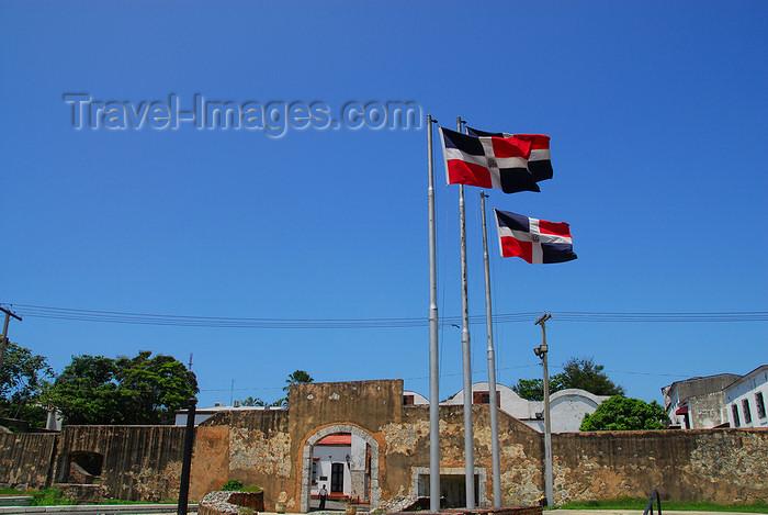 dominican47: Santo Domingo, Dominican Republic: Puerta de la Atarazana - the Shipyard gate - photo by M.Torres - (c) Travel-Images.com - Stock Photography agency - Image Bank