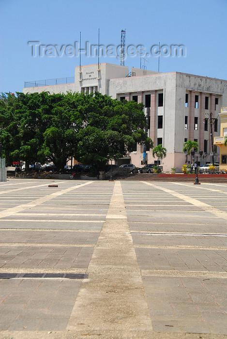 dominican51: Santo Domingo, Dominican Republic: Communications Palace - Plaza de España - Palacio de las Comunicaciones - photo by M.Torres - (c) Travel-Images.com - Stock Photography agency - Image Bank