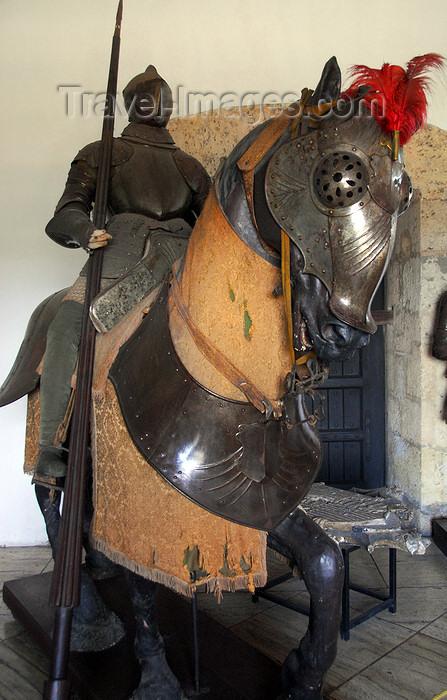dominican6: Santo Domingo, Dominican Republic: Alcazar de Colon - 15th century Spanish knight in armour - lobby - Armadura de hierro - Zaguan - Ciudad Colonial - Unesco World Heritage - photo by M.Torres - (c) Travel-Images.com - Stock Photography agency - Image Bank
