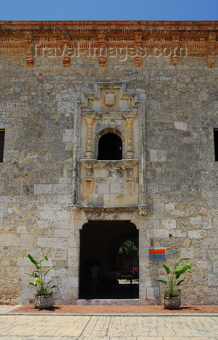dominican66: Santo Domingo, Dominican Republic: Museum of the Royal Houses - entrance - Museo de las Casas Reales - Ciudad Colonial - photo by M.Torres - (c) Travel-Images.com - Stock Photography agency - Image Bank