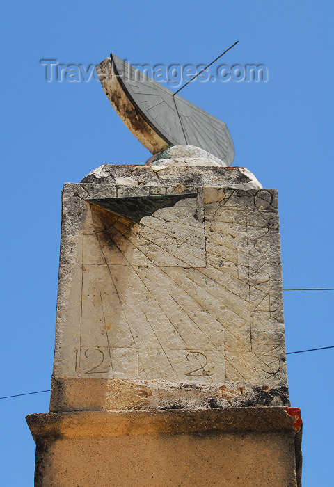 dominican67: Santo Domingo, Dominican Republic: sundial near the Museum of the Royal Houses - Reloj de sol - Ciudad Colonial - photo by M.Torres - (c) Travel-Images.com - Stock Photography agency - Image Bank