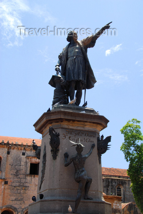 dominican79: Santo Domingo, Dominican Republic: Columbus' statue, a gift from France - sculptor Ernesto Gilbert - Parque Colón - Colonial City - photo by M.Torres - (c) Travel-Images.com - Stock Photography agency - Image Bank