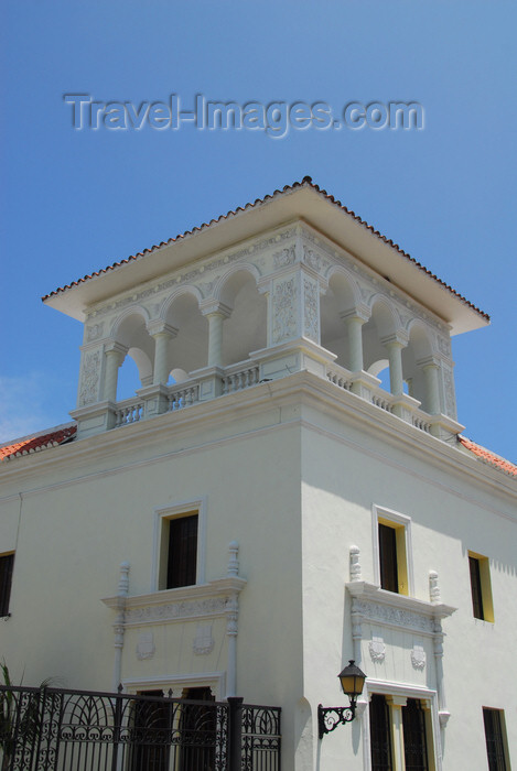 dominican89: Santo Domingo, Dominican Republic: Casa del Sacramento - Built in the 14th century by Diego Caballero, Secretary of the Real Audience - Calle Isabel la Católica - photo by M.Torres - (c) Travel-Images.com - Stock Photography agency - Image Bank