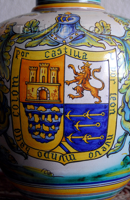 dominican9: Santo Domingo, Dominican Republic: Alcazar de Colon - kitchen - vase with coat of arms and mention of the 'new world' - Ciudad Colonial - Unesco World Heritage - photo by M.Torres - (c) Travel-Images.com - Stock Photography agency - Image Bank