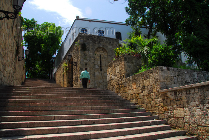 dominican92: Santo Domingo, Dominican Republic: stairs at the Eastern end of Calle El Conde - photo by M.Torres - (c) Travel-Images.com - Stock Photography agency - Image Bank