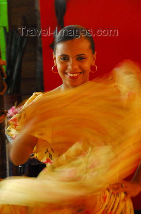 dominican94: Santo Domingo, Dominican Republic: Dominican dancer - photo by M.Torres - (c) Travel-Images.com - Stock Photography agency - Image Bank
