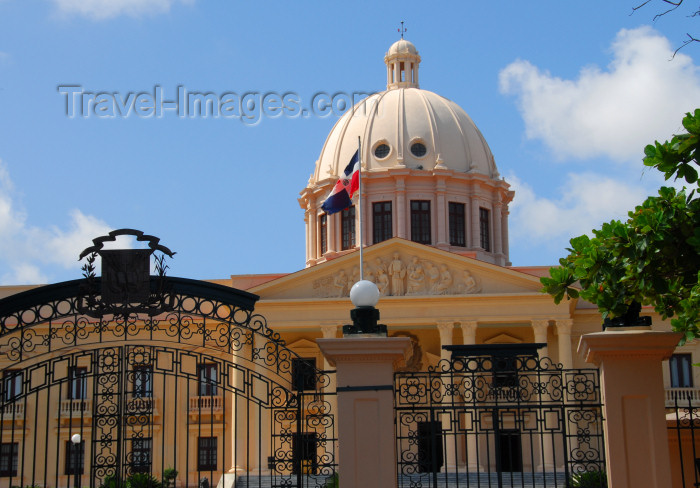 dominican98: Santo Domingo, Dominican Republic: Palacio Nacional - seat of the Dominican government, built in the 1940s to house President Trujillo's government offices - photo by M.Torres - (c) Travel-Images.com - Stock Photography agency - Image Bank