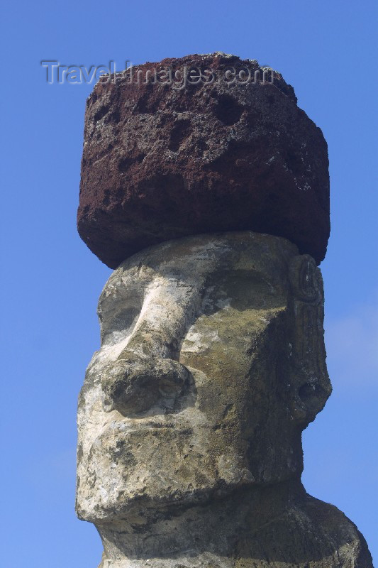 easter5: Easter Island - Ahu Tongariki: megalith with head-dress (pukao) - Ilha da Pascoa, Isla de Pascua - photo by R.Eime - (c) Travel-Images.com - Stock Photography agency - Image Bank