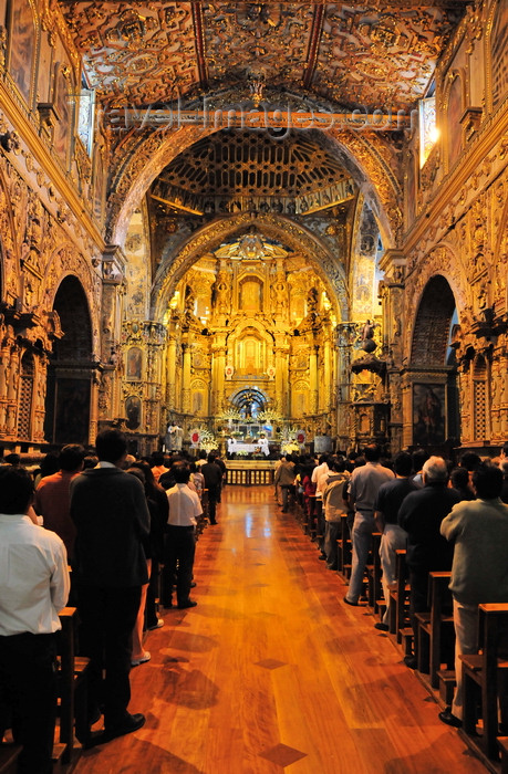 ecuador105: Quito, Ecuador: mass in Iglesia y Monasterio de San Francisco - Church and Monastery of St. Francis - Mudejar and Baroque gilded interior - Plaza San Francisco - photo by M.Torres - (c) Travel-Images.com - Stock Photography agency - Image Bank