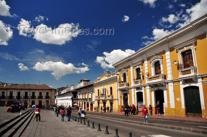 ecuador110: Quito, Ecuador: Castro store occupies an old Spanish mansion - Plaza San Francisco - east side - Calle Sebastián de Benalcazar - photo by M.Torres - (c) Travel-Images.com - Stock Photography agency - Image Bank