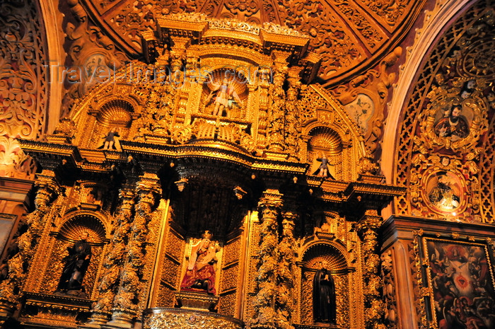 ecuador116: Quito, Ecuador: iglesia de La Compañía de Jesus - Jesuits' Church - gold leaf extravaganza of the lateral altar, with Solomonic columns, angels and saints - one of the Baroque masterpieces of South America - photo by M.Torres - (c) Travel-Images.com - Stock Photography agency - Image Bank
