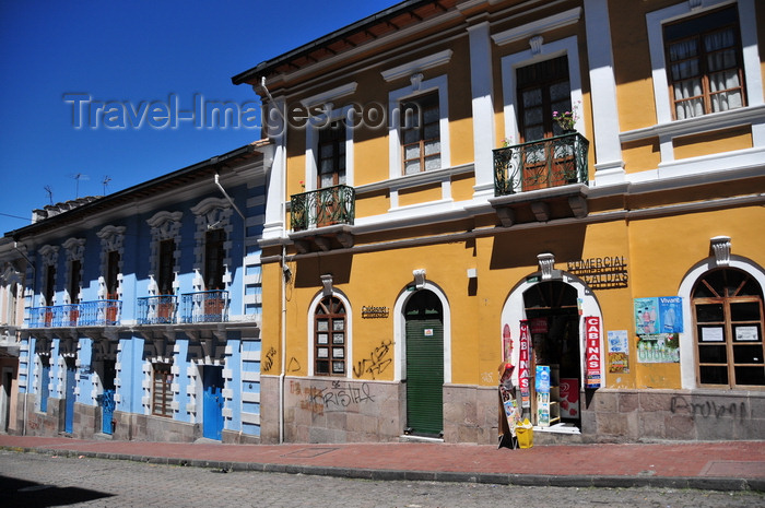 ecuador129: Quito, Ecuador:  strong colors - shps on Calle Francisco Caldas - Comercial Caldas - photo by M.Torres - (c) Travel-Images.com - Stock Photography agency - Image Bank