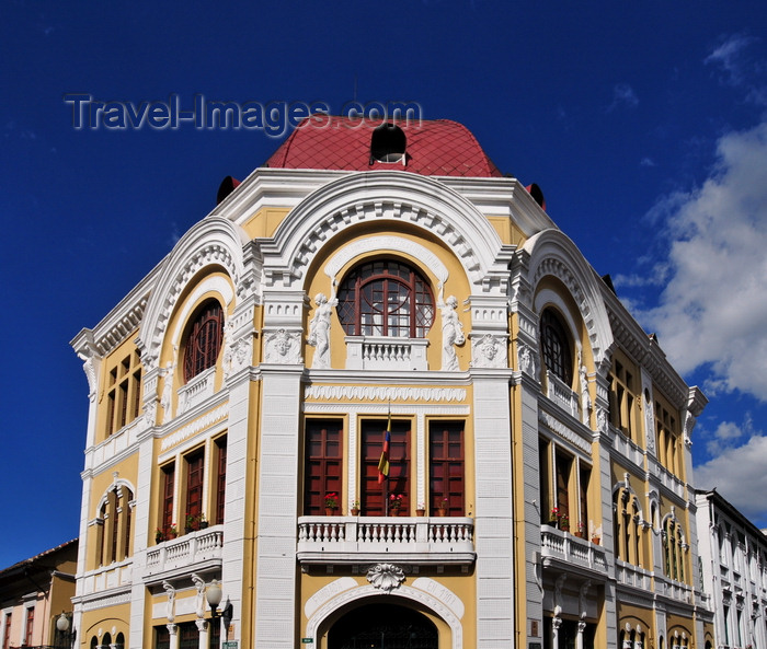 ecuador163: Quito, Ecuador: Banco Hipotecario - art deco architecture - built in 1920 - corner of calles Gabriel Garcia Moreno and Simon Bolivar - photo by M.Torres - (c) Travel-Images.com - Stock Photography agency - Image Bank