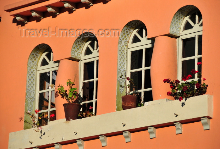 ecuador175: Quito, Ecuador: elegant windows - building in the plazuela of Capilla de El Belén - Calle Luis Sodiro - photo by M.Torres - (c) Travel-Images.com - Stock Photography agency - Image Bank