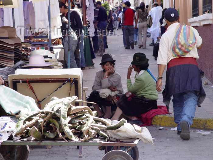 ecuador26: Ecuador - Otavalo (provincia de Imbabura): selling hats at the market (photo by A.Caudron) - (c) Travel-Images.com - Stock Photography agency - Image Bank