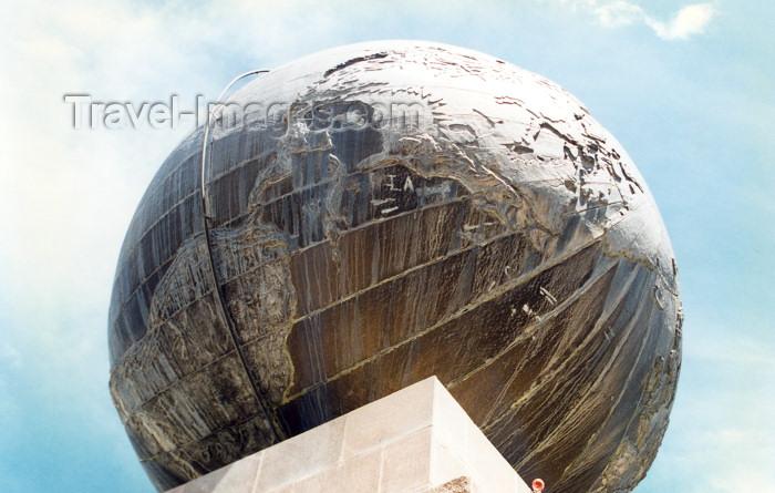 ecuador28: Pichincha province: latitude zero - Equator monument - detail - globe (photo by G.Frysinger) - (c) Travel-Images.com - Stock Photography agency - Image Bank