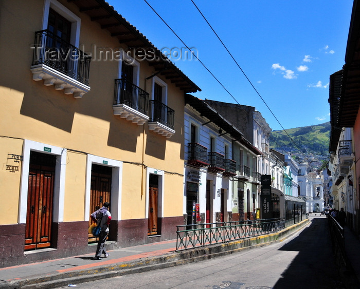 ecuador44: Quito, Ecuador: walking along calle Manabí, towards Sucre National Theater - photo by M.Torres - (c) Travel-Images.com - Stock Photography agency - Image Bank
