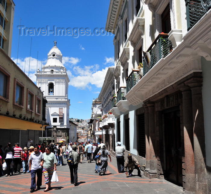 ecuador48: Quito, Ecuador: Calle Chile - pedestrian area - San Augustin church in the background - Ventanillas Municipales on the right - photo by M.Torres - (c) Travel-Images.com - Stock Photography agency - Image Bank