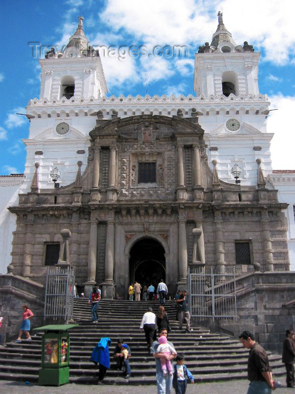 ecuador5: Ecuador - Quito / UIO: Spanish colonial heritage - on the Iglesia de San Francisco steps - Unesco world heritage site (photo by Rod Eime) - (c) Travel-Images.com - Stock Photography agency - Image Bank