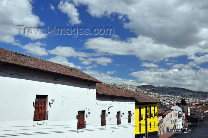ecuador50: Quito, Ecuador: view along Calle Maldonado, towards the suburbs - photo by M.Torres - (c) Travel-Images.com - Stock Photography agency - Image Bank