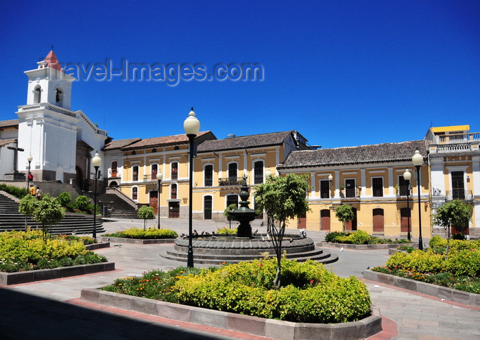 ecuador64: Quito, Ecuador: Plaza and Iglesia de San Blas seen from Calle Francisco de Caldas - photo by M.Torres - (c) Travel-Images.com - Stock Photography agency - Image Bank