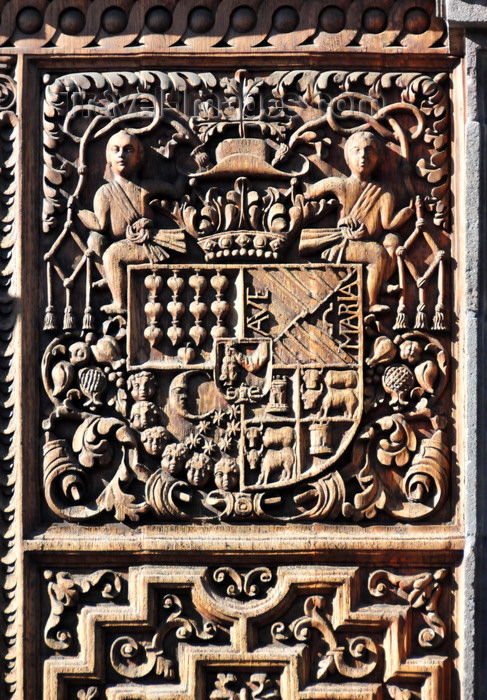 ecuador76: Quito, Ecuador: wood carved door with heraldic motif of the Iglesia y Monasterio del Carmen Bajo - Lower Carmelite Church - puerta tallada en madera - photo by M.Torres - (c) Travel-Images.com - Stock Photography agency - Image Bank
