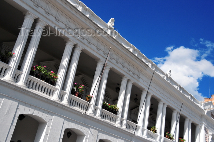 ecuador79: Quito, Ecuador: Plaza Grande / Plaza de la Independencia - balcony of the Archbishop's Palace - Palacio Arzobispal - Quito Old City, UNESCO World Heritage Site - photo by M.Torres - (c) Travel-Images.com - Stock Photography agency - Image Bank