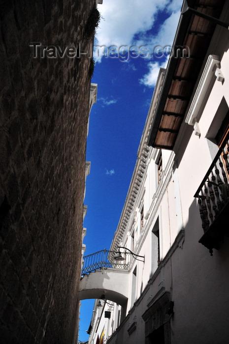 ecuador83: Quito, Ecuador: passage along Calle Venezuela - La Ronda district - photo by M.Torres - (c) Travel-Images.com - Stock Photography agency - Image Bank