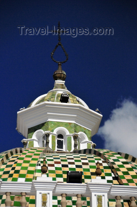 ecuador89: Quito, Ecuador: chequered dome with lantern, covered Spanish tiles, over the arch of the Dominican Church - Arco de la Iglesia de Santo Domingo - Plaza Santo Domingo - photo by M.Torres - (c) Travel-Images.com - Stock Photography agency - Image Bank