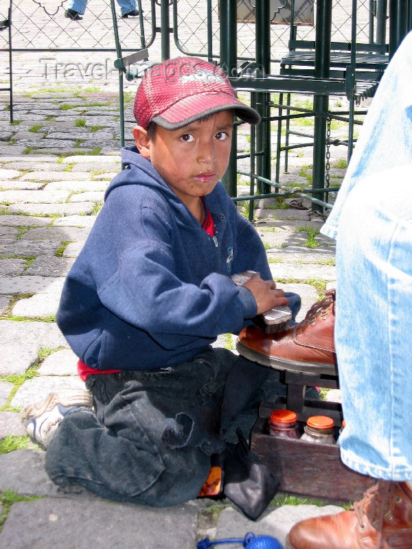 ecuador9: Ecuador - Quito: child labour - shoe shine - people - South America (photo by Rod Eime) - (c) Travel-Images.com - Stock Photography agency - Image Bank