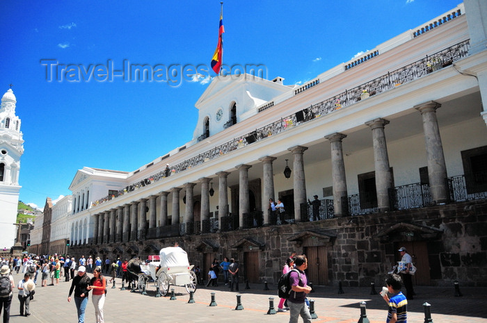 ecuador90: Quito, Ecuador: Plaza Grande / Plaza de la Independencia - Carondelet Palace, home to the president - Government Palace - Palacio de Gobierno - French renaissance and Spanish barroque - photo by M.Torres - (c) Travel-Images.com - Stock Photography agency - Image Bank
