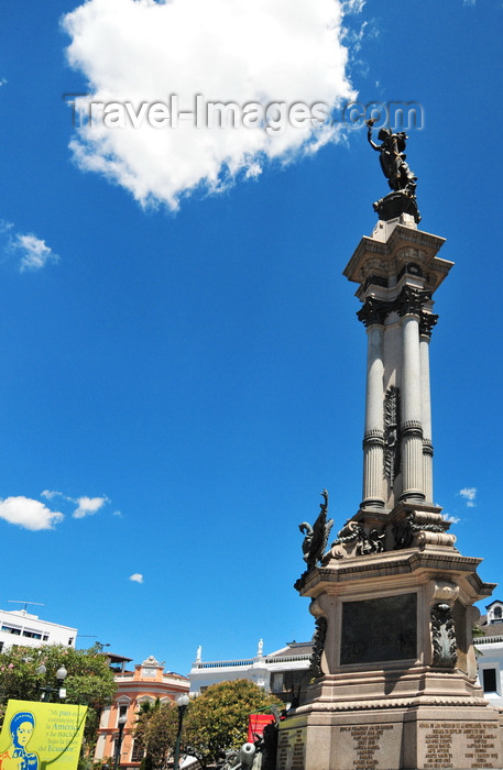 ecuador91: Quito, Ecuador: Plaza Grande / Plaza de la Independencia - Independence Square - bronze and marble liberty monument, built in 1908, marking Ecuador's independence from Spain - designed by Lorenzo and Francesco Durini and made in Italy by Adriatico Froli - photo by M.Torres - (c) Travel-Images.com - Stock Photography agency - Image Bank