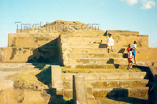 el-salvador1: El Salvador - San Andres: Maya pyramid - ruins attributed to the Pipil tribes - photo by B.Cloutier - (c) Travel-Images.com - Stock Photography agency - Image Bank