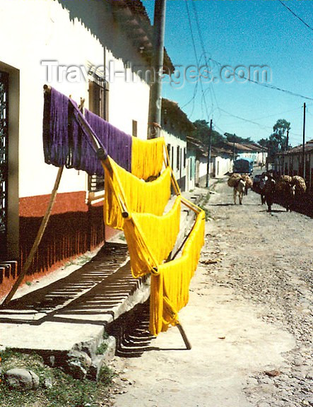 el-salvador16: El Salvador - drying the dyed yarn - textiles - photo by G.Frysinger - (c) Travel-Images.com - Stock Photography agency - Image Bank