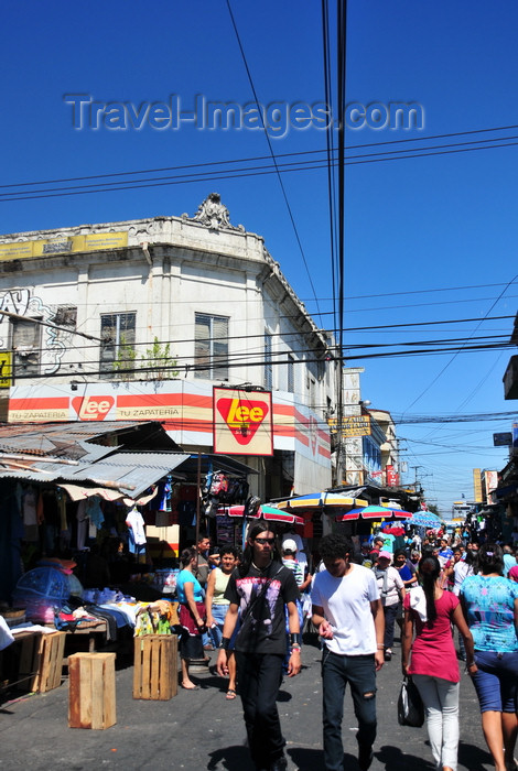 el-salvador21: San Salvador, El Salvador, Central America: street scene on Calle Arce - photo by M.Torres - (c) Travel-Images.com - Stock Photography agency - Image Bank