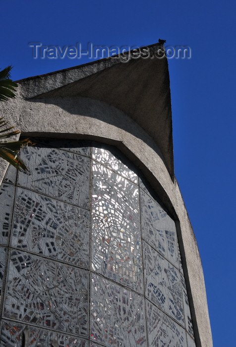 el-salvador3: San Salvador, El Salvador, Central America: church of Our Lady of Perpetual Help - glass-work above the entrance - Iglesia del Perpetuo Socorro - 17a Av Sur - photo by M.Torres - (c) Travel-Images.com - Stock Photography agency - Image Bank