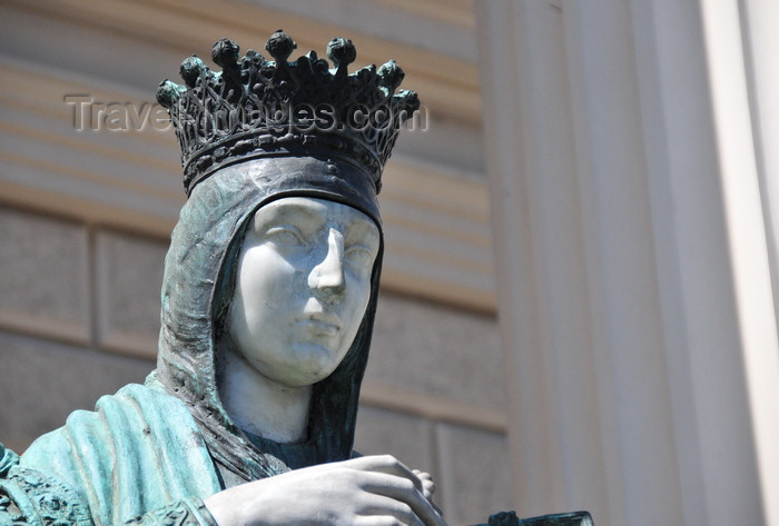el-salvador44: San Salvador, El Salvador, Central America: National Palace - statue of queen Isabella I of Castile - photo by M.Torres - (c) Travel-Images.com - Stock Photography agency - Image Bank