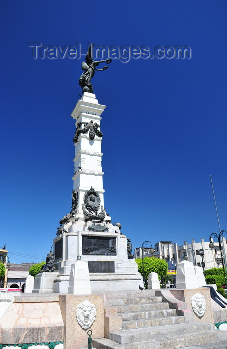 el-salvador53: San Salvador, El Salvador, Central America: Parque Libertad - Liberty monument - the park was created to mark the centenary of 'the Cry for Freedom' - photo by M.Torres - (c) Travel-Images.com - Stock Photography agency - Image Bank