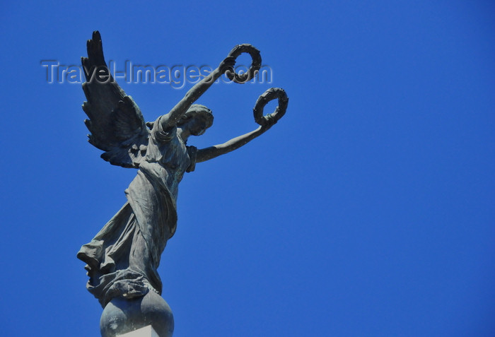 el-salvador55: San Salvador, El Salvador, Central America: Parque Libertad - winged statue of Liberty - photo by M.Torres - (c) Travel-Images.com - Stock Photography agency - Image Bank