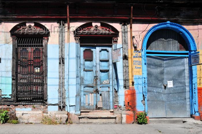 el-salvador60: San Salvador, El Salvador, Central America: old façade at 6a calle oriente, near La Merced church - photo by M.Torres - (c) Travel-Images.com - Stock Photography agency - Image Bank