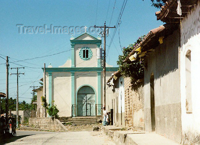 el-salvador8: El Salvador - Ilobasco: street and colonial church - photo by G.Frysinger - (c) Travel-Images.com - Stock Photography agency - Image Bank