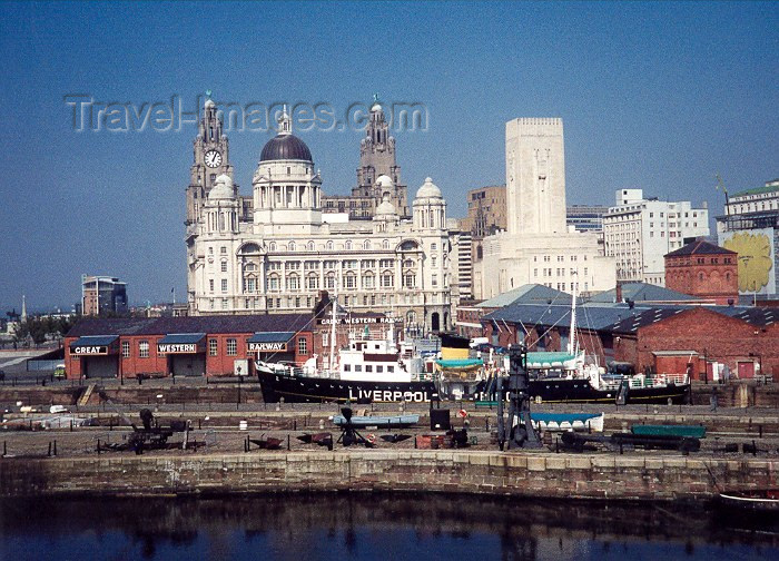 england120: England (UK) - England - Liverpool / LPL (Merseyside): waterfront area - Cunard Lines building in the background - Pier Head - Unesco world heritage site - photo by M.Torres - (c) Travel-Images.com - Stock Photography agency - Image Bank