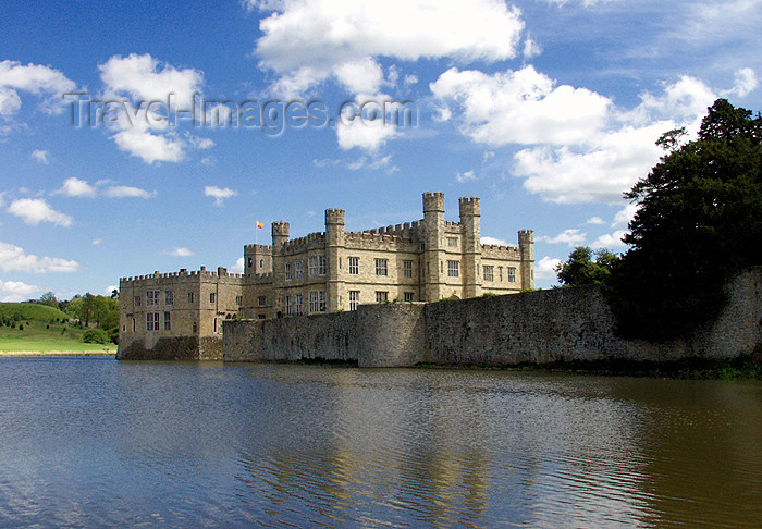 england123: Leeds Castle, Kent, South East, England (UK): by the moat - photo by K.White - (c) Travel-Images.com - Stock Photography agency - Image Bank
