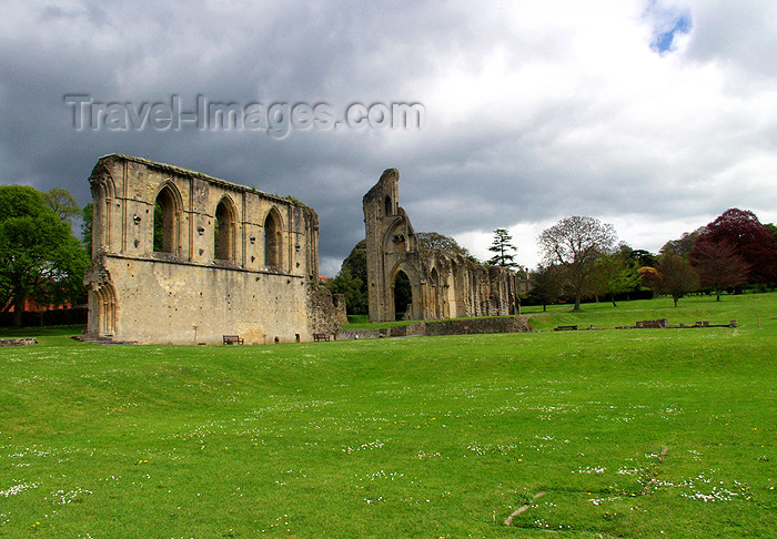 england128: England - Glastonbury Abbey  (Somerset): the ruins (photo by Kevin White) - (c) Travel-Images.com - Stock Photography agency - Image Bank
