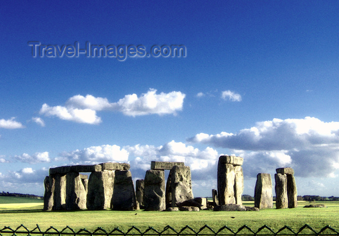 england129: Stonehenge (Wiltshire): over the fence - photo by K.White - (c) Travel-Images.com - Stock Photography agency - Image Bank