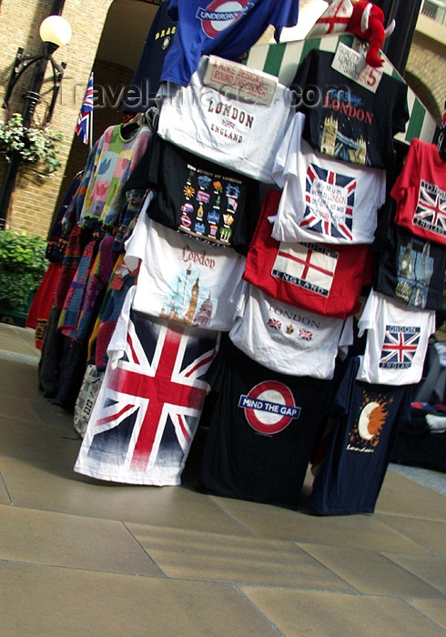 england132: London, England: T-shirt stall - photo by K.White - (c) Travel-Images.com - Stock Photography agency - Image Bank