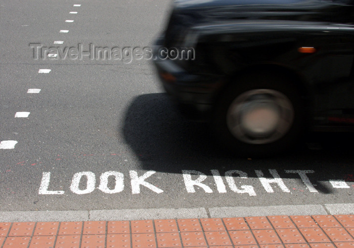 england152: London: pedestrian crossing - look right! - London traffic - photo by K.White - (c) Travel-Images.com - Stock Photography agency - Image Bank