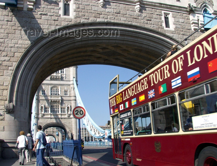 england154: London: tour bus entering Tower bridge - photo by K.White - (c) Travel-Images.com - Stock Photography agency - Image Bank
