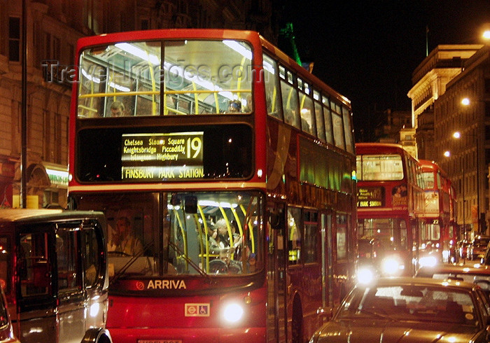 england156: London: double-decker buses - night (photo by K.White) - (c) Travel-Images.com - Stock Photography agency - Image Bank