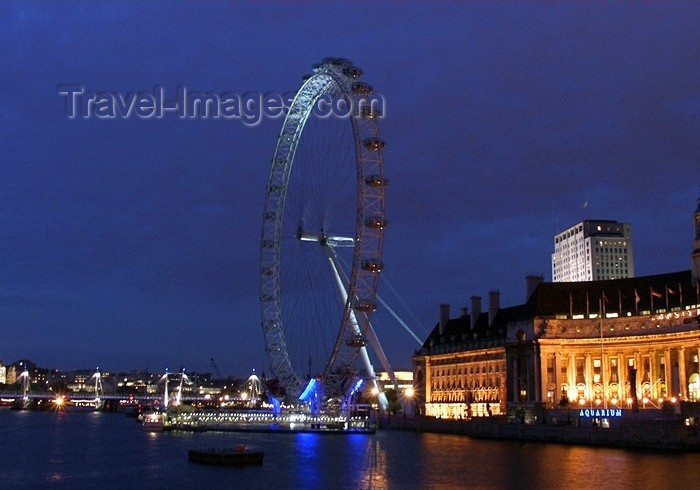 england159: London: British Airways London Eye and the old County Hall - Lambeth - at night - photo by K.White - (c) Travel-Images.com - Stock Photography agency - Image Bank